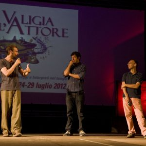 Fabrizio Gifuni , Pierfrancesco Favino, Fabrizio Deriu - La valigia dell'attore 2012 - Foto di Nanni Angeli