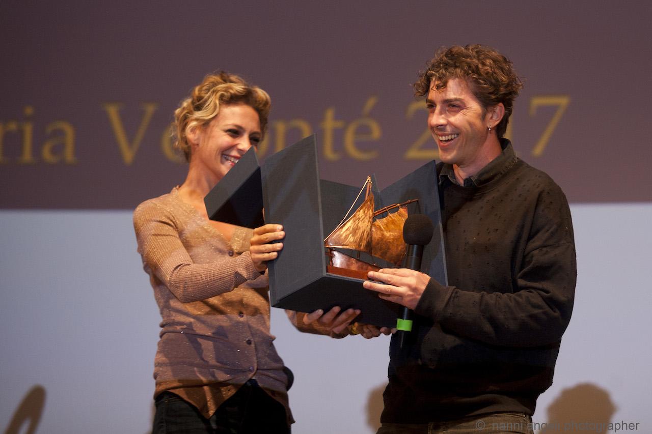 Jasmine Trinca consegna Premio Volonté a Michele Riondino
