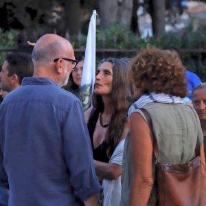 La Valigia dell'Attore – 23 luglio 2019 – all'ingresso dell'Arena La Conchiglia – Angela Molina e di spalle Fabio Canu e Giovanna Gravina - Foto di Ugo Buonamici
